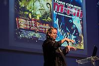 """SÃO PAULO, SP. 06.02.2015 -  CAMPUS PARTY PALESTRA ADAM HOWARD -Com uma carreira de mais de 35 anos, é um pioneiro na indústria dos efeitos visuais digitais. Já ganhou quatro prêmios EMMY, pelos seus trabalhos em """"Star Trek: The Next Generation"""" and """"Star Trek: Voyager"""". Foi supervisor sênior de composição e efeitos visuais do filme """"Armageddon"""" e também é conhecido por seu trabalho em """"Birdman"""", """"Uma Odisséia no Espaço"""", """"A Saga Crepúsculo: Amanhecer Parte 1 e 2"""", """"Star Wars Episódio 3 - A vingança dos Sith"""", """"Piratas do Caribe"""", """"Titanic"""", """"Star Trecks"""", entre outros sucessos de bilheteria discursa na oitava edição da Campus Party na noite desta sexta-feira, (6). (Foto: Renato Mendes / Brazil Photo Press)"""