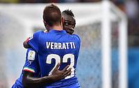 FUSSBALL WM 2014  VORRUNDE    Gruppe D     England - Italien                         14.06.2014 Marco Verratti (li) und Mario Balotelli (re, beide Italien) jubeln nach dem 1:2