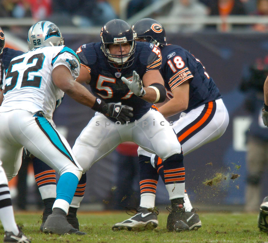Olin Kreutz, of the Chicago Bears, in action during thier game against the Carolina Panthers on November 20, 2005...David Durochik / SportPics..Bears win 13-3