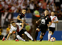 "BUENOS AIRES - ARGENTINA - 05 - 04 - 2018: Marcelo Saracchi (Izq.) jugador de River Plate disputa el balón con Anderson Plata (Cent.) y Yeison Gordillo (Der.) jugadores de Independiente Santa Fe, durante partido de la fase de grupos, grupo D, fecha 2, entre River Plate (ARG) y el Independiente Santa Fe, por la Copa Conmebol Libertadores 2018, en el estadio Antonio Vespucio Liberti ""Monumental de River"", de la ciudad Ciudad Autónoma de Buenos Aires. / Marcelo Saracchi (L) player of River Plate vies for the ball with Anderson Plata (C) and Yeison Gordillo (R) players of Independiente Santa Fe, during a match of the groups phase, group D, 2nd date, beween River Plate (ARG) and Independiente Santa Fe, for the Conmebol Libertadores Cup 2018, at the Antonio Vespucio Liberti ""Monumental de River"", in Ciudad Autónoma de Buenos Aires.  Photo: VizzorImage / Javier Garcia Martino / Photogamma / Cont."