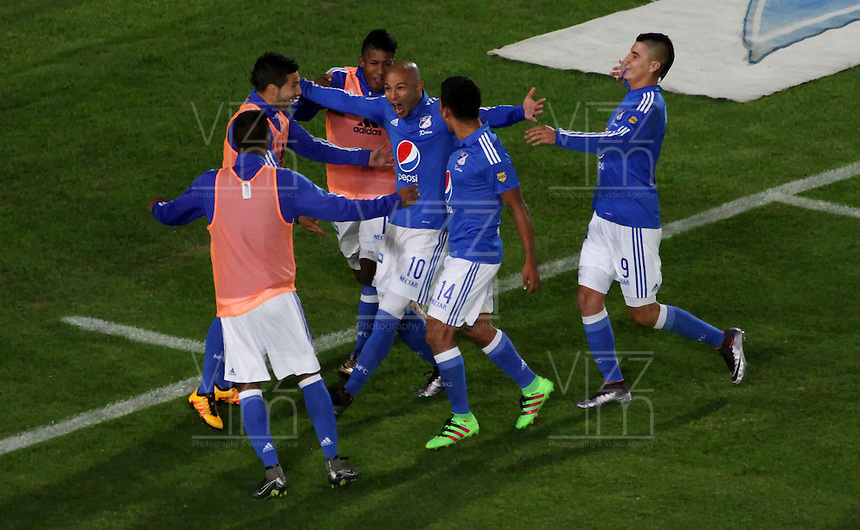 BOGOTÁ -COLOMBIA-20-03-2016. Jonathan Estrada  de Millonarios convierte  su gol contra SantaFe durante partido por la fecha 10 de Liga Águila I 2016 jugado en el estadio Nemesio Camacho El Campin de Bogotá./ Jonathan Estrada of Millonarios  scores his goal against Santa Fe  during the match for the date 10 of the Aguila League I 2016 played at Nemesio Camacho El Campin stadium in Bogota. Photo: VizzorImage / Felipe Caicedo / Staff