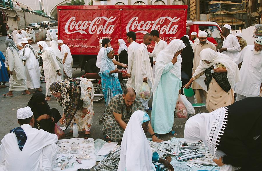 2001. Saudi Arabia. Mecca. Coca-Cola delivery truck at the market. Arabie saoudite. La Mecque. Camion de livraison Coca-Cola au marché.