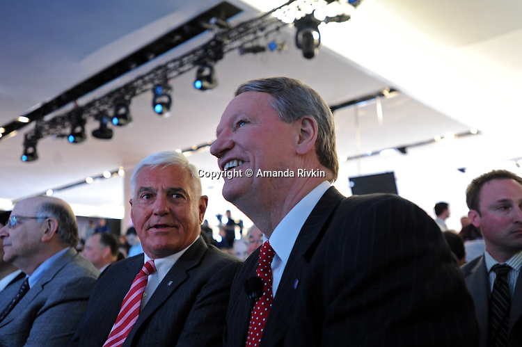 (L-r) General Motors, GM, Vice Chairman Bob Lutz and CEO Rick Wagoner sit together before the GM presentation at the Detroit Auto Show in Detroit, Michigan on January 12, 2009.