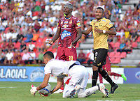 IBAGUÉ - COLOMBIA, 29-09-2018: Marco Perez (Izq) jugador del Tolima reacciona durante el encuentro entre Deportes Tolima y Rionegro Aguilas por la fecha 12 de la Liga Águila II 2018 jugado en el estadio Manuel Murillo Toro de Ibagué. / Marco Perez (L) player of Tolima reacts during the match between Deportes Tolima and Rionegro Aguilas for the date 12 of the Aguila League II 2018 played at Manuel Murillo Toro stadium in Ibague city. Photo: VizzorImage / Juan Carlos Escobar / Cont