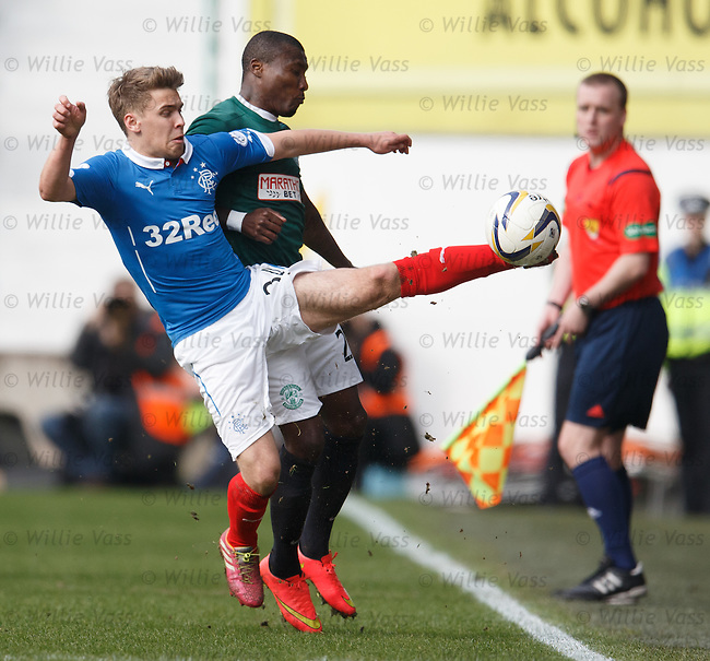 Andy Murdoch keeps the ball in play