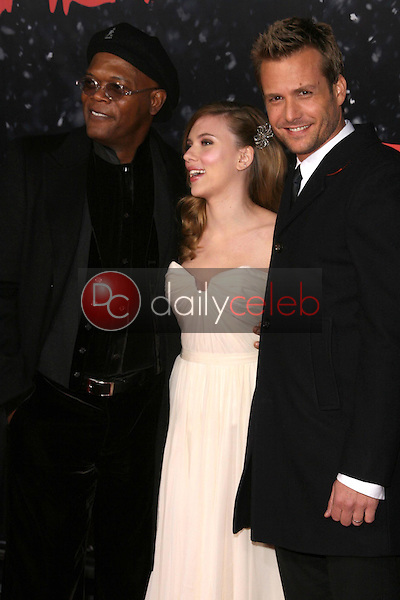 Samuel L. Jackson with Scarlett Johansson and Gabriel Macht <br /> at the Los Angeles Premiere of 'The Spirit'. Grauman's Chinese Theatre, Hollywood, CA. 12-17-08<br /> Dave Edwards/DailyCeleb.com 818-249-4998