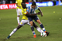 BARRANQUILLA  -COLOMBIA , 17 ,NOVIEMBRE-2015. Helibelton Palacios  jugador de Colombia   disputa el balon con Angel Di Maria  de Argentina    por la fecha 4 de las eliminatorias para el mundial de Rusia 2018 jugado en el estadio Metropolita Roberto Meléndez./ Helibelton Palacios  of Colombia fights for the ball with Angel Di Maria of Argentina  during   a match between Colombia and Argentina as part of FIFA 2018 World Cup Qualifier fourt date at Metropolitano Roberto Melendez Stadium on November 17, 2015 in Barranquilla, Colombia. Photo: VizzorImage / Felipe Caicedo / Staff