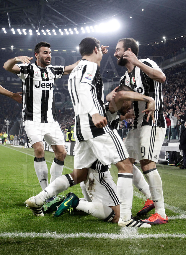 Calcio, Serie A: Juventus Stadium. Torino, Juventus Stadium, 29 ottobre 2016.<br /> Juventus' Leonardo Bonucci, bottom, celebrates with teammates after scoring during the Italian Serie A football match between Juventus and Napoli at Turin's Juventus Stadium, 29 October 2016. Juventus won 2-1.<br /> UPDATE IMAGES PRESS/Isabella Bonotto