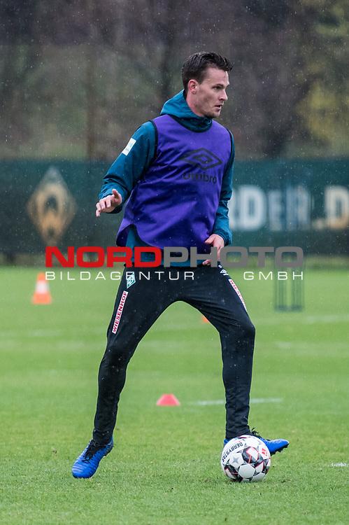 02.12.2018, Trainingsgelaende am Weserstadion, Bremen, GER, 1.FBL, Training SV Werder Bremen<br /> <br /> im Bild<br /> Sebastian Langkamp (Werder Bremen #15), <br /> <br /> Foto &copy; nordphoto / Ewert
