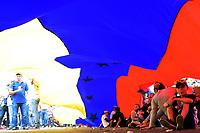 UREÑA - COLOMBIA, 23-02-2019: Partidarios de la oposición durante el intento de ingreso de ayuda humanitaria a Venezuela, en el Puente Las Tienditas, en la frontera Colombo Venezolana, en la ciudad de Ureña. El gobierno de Nicolás Maduro ha cerrado todos los puntos de la frontera con Colombia. / Supporters of the opposition during the attempt to admit humanitarian aid to Venezuela, in the Las Tienditas bridge on the border Colombo Venezolana, in the city of Ureña. The government of Nicolas Maduro has closed all the points of the border with Colombia. / Photo: VizzorImage / Manuel Hernández / Cont.
