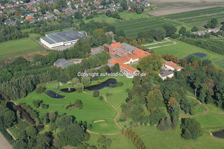 Gut Schoenau: EUROPA, DEUTSCHLAND, SCHLESWIG HOLSTEIN22.09.2010:Gut Schoenau, Maximilian von Bismarck, Gutshaof mit Kornbrennerei, Bismarck Scheune,  aerial photograph, aerial photography, aerial picture, aerial view, Aerofoto, agriculture, air photo, Broock, capital reorganization, castle, farming, Flugaufnahme, Flugbild, germany, Gutshaus, history, husbandry, lock, Luftbildfotografie, Luftfoto, Luftfotografie, manor-house, mansion, memorial, monument, palace, park, photo, Photographie aérienne, picture, property yard, redevelopment, refurbishment, ruin, story, wreck luftbild, Aufwind-Luftbilder, Reinbek, Park, Parkanlage, Luftaufnahme, Luftbild, Luftbilder, von, oben, Uebersicht, Ueberblick, Baum, Baeume, Sehenswuerdigkeit, Sehenswuerdigkeiten, Blick, Reise, reisen, Kurztrip,  Air, Aufwind-Luftbilder..c o p y r i g h t : A U F W I N D - L U F T B I L D E R . de.G e r t r u d - B a e u m e r - S t i e g 1 0 2, .2 1 0 3 5 H a m b u r g , G e r m a n y.P h o n e + 4 9 (0) 1 7 1 - 6 8 6 6 0 6 9 .E m a i l H w e i 1 @ a o l . c o m.w w w . a u f w i n d - l u f t b i l d e r . d e.K o n t o : P o s t b a n k H a m b u r g .B l z : 2 0 0 1 0 0 2 0 .K o n t o : 5 8 3 6 5 7 2 0 9. V e r o e f f e n t l i c h u n g  n u r  m i t  H o n o r a r  n a c h M F M, N a m e n s n e n n u n g  u n d B e l e g e x e m p l a r !.
