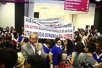 SAO PAULO, SP, 17.03.2014 - INAUGURACAO ETEC SEBRAE - Funcionarios do Centro Paulo Souza realizam protesto pela falta de plano de carreira durante inauguração da <br />  Faculdade de Tecnologia - FATEC SEBRAE-SP - e a Escola Técnica Estadual – ETEC SEBRAE-SP , em Campos Elíseos, na região central de São Paulo. (Foto: Aloisio Mauricio / Brazil Photo Press).