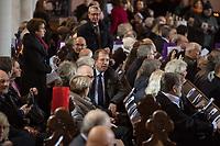 Der Theologe Christian Staeblein ist am Samstag (16.11.2019) mit einem Festgottesdienst in der Berliner Marienkirche in sein Amt als neuer evangelischer Bischof fuer Berlin, Brandenburg und die schlesische Oberlausitz (EKBO) eingefuehrt worden. Bei einem Festgottesdienst wurde zugleich sein Amtsvorgaenger Markus Droege nach zehn Jahren im Bischofsamt in den Ruhestand verabschiedet. An der Feier nahmen rund 700 Gaeste teil, darunter neben zahlreichen Bischoefen anderer Landeskirchen und Gemeindemitgliedern auch der Regierende Buergermeister von Berlin, Michael Mueller, und Brandenburgs Ministerpraesident Dietmar Woidke (beide SPD).<br /> In der Bildmitte: Martin Germer, Pfarrer der Berliner Gedaechtniskirche.<br /> 16.11.2019, Berlin<br /> Copyright: Christian-Ditsch.de<br /> [Inhaltsveraendernde Manipulation des Fotos nur nach ausdruecklicher Genehmigung des Fotografen. Vereinbarungen ueber Abtretung von Persoenlichkeitsrechten/Model Release der abgebildeten Person/Personen liegen nicht vor. NO MODEL RELEASE! Nur fuer Redaktionelle Zwecke. Don't publish without copyright Christian-Ditsch.de, Veroeffentlichung nur mit Fotografennennung, sowie gegen Honorar, MwSt. und Beleg. Konto: I N G - D i B a, IBAN DE58500105175400192269, BIC INGDDEFFXXX, Kontakt: post@christian-ditsch.de<br /> Bei der Bearbeitung der Dateiinformationen darf die Urheberkennzeichnung in den EXIF- und  IPTC-Daten nicht entfernt werden, diese sind in digitalen Medien nach §95c UrhG rechtlich geschuetzt. Der Urhebervermerk wird gemaess §13 UrhG verlangt.]