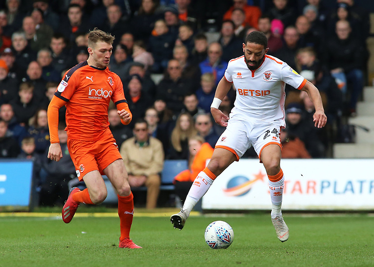 Blackpool's Liam Feeney is chased down by Luton Town's Jack Stacey<br /> <br /> Photographer David Shipman/CameraSport<br /> <br /> The EFL Sky Bet League One - Luton Town v Blackpool - Saturday 6th April 2019 - Kenilworth Road - Luton<br /> <br /> World Copyright © 2019 CameraSport. All rights reserved. 43 Linden Ave. Countesthorpe. Leicester. England. LE8 5PG - Tel: +44 (0) 116 277 4147 - admin@camerasport.com - www.camerasport.com