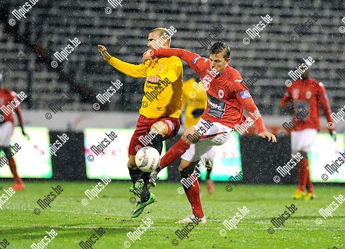 2014-01-25 / Voetbal / seizoen 2013-2014 / R. Antwerp FC - Tubeke / Seppe Kil (r. Antwerp) houdt Jonathan Heris af<br /><br />Foto: Mpics.be