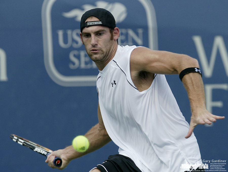 17 August 2006: Robby Ginepri, of the United States, plays during the during the ATP Cincinnati Masters tennis tournament in Mason, Ohio.<br />