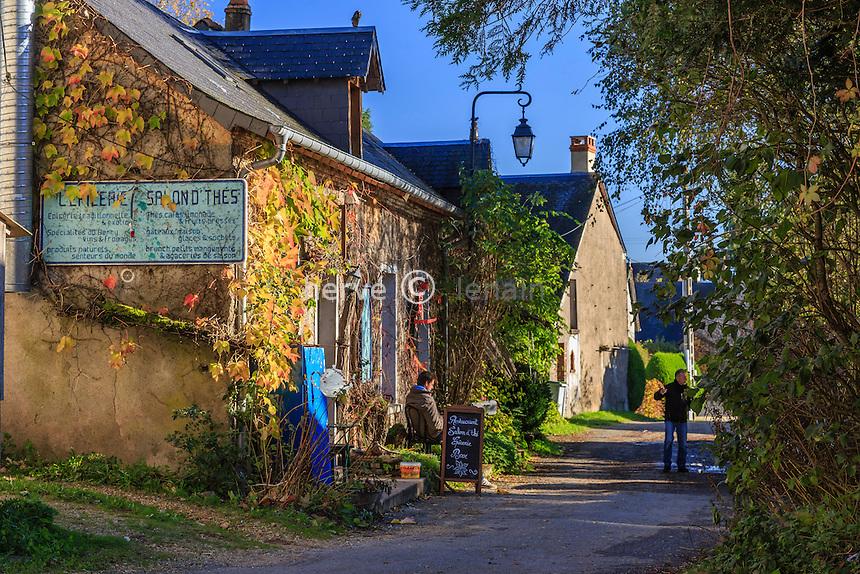 France, Cher (18), La Borne, l'Épicerie, lieu incontournable du village, fait salon de thé, restaurant et épicerie // France, Cher, La Borne, the Epicerie, an important place for the village