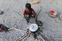 "Afrika SAMBIA Barotseland Mongu, Lozi Dorf Ilundu, Junge an Feuerstelle | .Africa ZAMBIA Barotseland village of Lozi Ethic group, boy at fire place .| [ copyright (c) Joerg Boethling / agenda , Veroeffentlichung nur gegen Honorar und Belegexemplar an / publication only with royalties and copy to:  agenda PG   Rothestr. 66   Germany D-22765 Hamburg   ph. ++49 40 391 907 14   e-mail: boethling@agenda-fototext.de   www.agenda-fototext.de   Bank: Hamburger Sparkasse  BLZ 200 505 50  Kto. 1281 120 178   IBAN: DE96 2005 0550 1281 1201 78   BIC: ""HASPDEHH"" ,  WEITERE MOTIVE ZU DIESEM THEMA SIND VORHANDEN!! MORE PICTURES ON THIS SUBJECT AVAILABLE!! ] [#0,26,121#]"