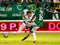 CALI - COLOMBIA -31-05-2015: German Mera    (Der.) jugador de Deportivo Cali disputa el balón con Maximiliano Nuñez (Izq.) jugador de Millonarios durante partido de vuelta entre Deportivo Cali y Millonarios, por las semifinales de la Liga Aguila I-2015, jugado en el estadio Deportivo Cali (Palmaseca)  de la ciudad de Cali. / German Mera    (R) player of Deportivo Cali vies for the ball with Maximiliano Nuñez (L) player of Millonarios, during a match for the second leg between Deportivo Cali and Millonarios for the semifinals of the Liga Aguila I-201 at the Deportivo Cali (Palmaseca)  stadium in Cali city. Photo: VizzorImage  / Juan C Quintero / Str.