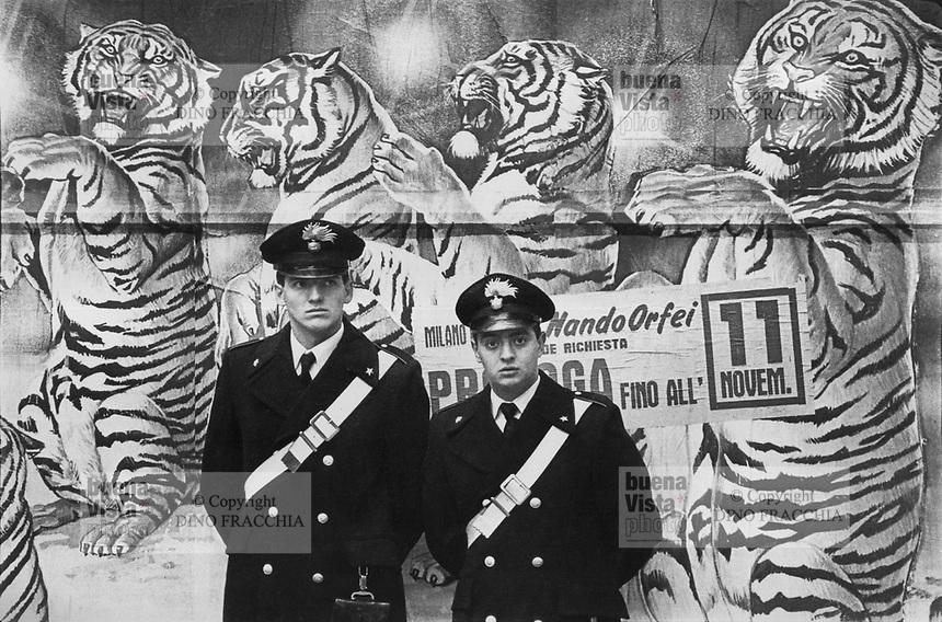 - Carabinieri police in security service in Milan downtown....- Carabinieri in servizio di sicurezza nel centro di Milano