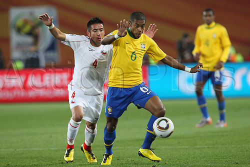 JUNE 28, 2010 - Football : 2010 FIFA World Cup South Africa Round of 16 between Brazil 3-0 Chile at Ellis Park Stadium, Johannesburg, South Africa.(L to R)  Mauricio Isla (CHI) is challenged by Michel Bastos (BRA),