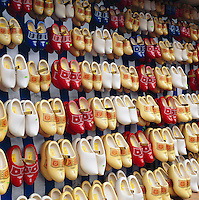 Netherlands, North Holland, Amsterdam: Display of clogs | Niederlande, Nordholland, Amsterdam: Holzschuhe