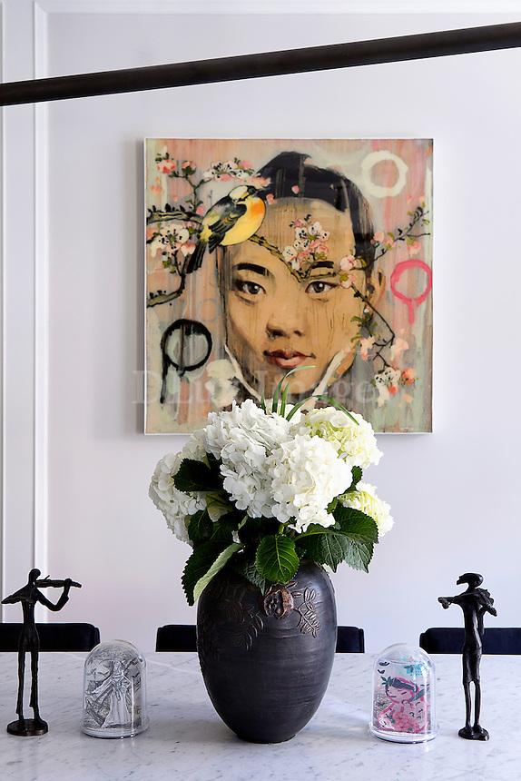 Modern black flower vase