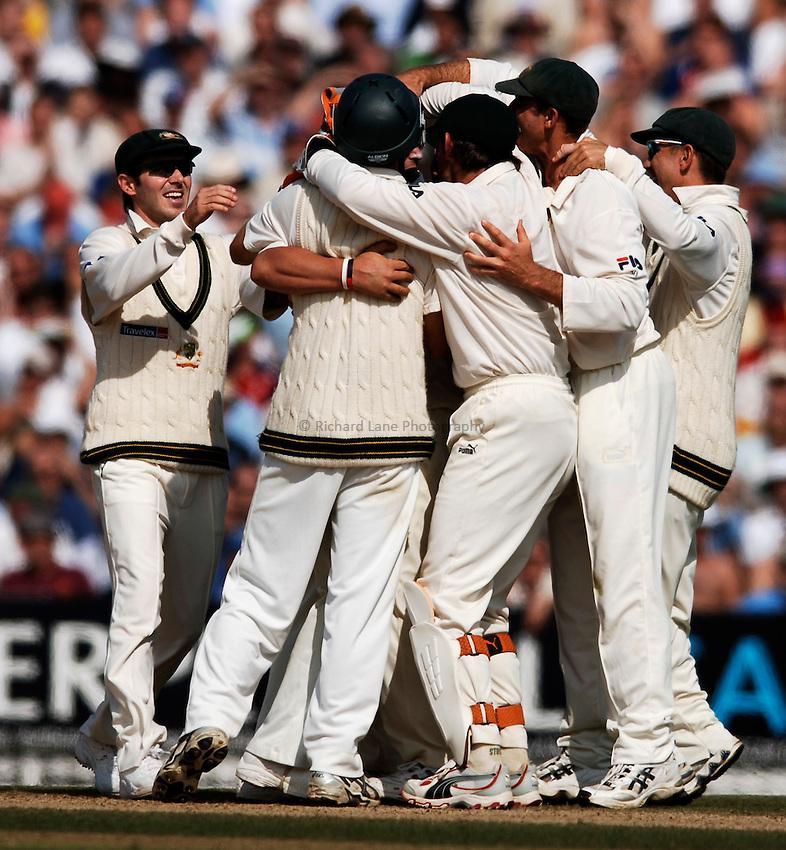 Photo: Glyn Thomas..England v Australia. nPower Test Series. The Ashes 2005..12/09/2005..Australia celebrate a wicket.