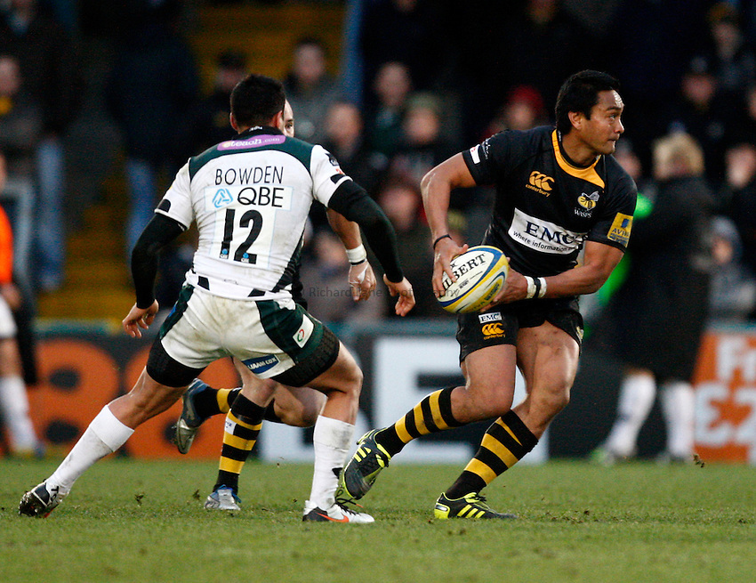 Photo: Richard Lane/Richard Lane Photography.London Wasps v London Irish. Aviva Premiership. 21/11/2010. Wasps' Steve Kefu passes.
