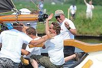 SKUTSJESILEN: EARNEWALD: 23-07-2013, SKS skûtsjesilen, Skûtsje Woudsend (2e) met debutantschipper Teake Klaas van der Meulen, ©foto Martin de Jong