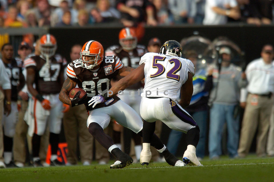 KELLEN WINSLOW, of the Cleveland Browns , during their game against the Baltimore Ravens on September 24, 2006 in Cleveland, Ohio..Ravens win 15-14..David Durochik / SportPics.