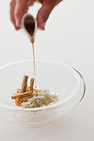 Europe/France/Aquitaine/33/Gironde/Médoc/Pauillac: Pain perdu aux algues avec ses fines lamelles de seiche, son bouillon au sésame grillé, recette de Jean-Luc Rocha -  Château Cordeillan-Bages