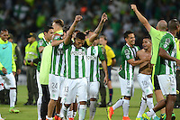 MEDELLIN - COLOMBIA-13-07-2016: Los jugadores de Atlético Nacional de Colombia celebran la victoria sobre Sao Paulo de Brasil, durante partido entre Atlético Nacional de Colombia y Sao Paulo de Brasil por las semifinales, de la Copa Bridgestone Libertadores 2016 jugado en el estadio Atanasio Girardot de la ciudad de Medellín. / The players of Atletico Nacional of Colombia celebrate the victory over Sao Paulo of Brasil, during a match for the second leg of the Copa Bridgestone Libertadores 2016 played at Atanasio Girardot stadium in Medellin city. Photo: VizzorImage / León Monsalve / Cont