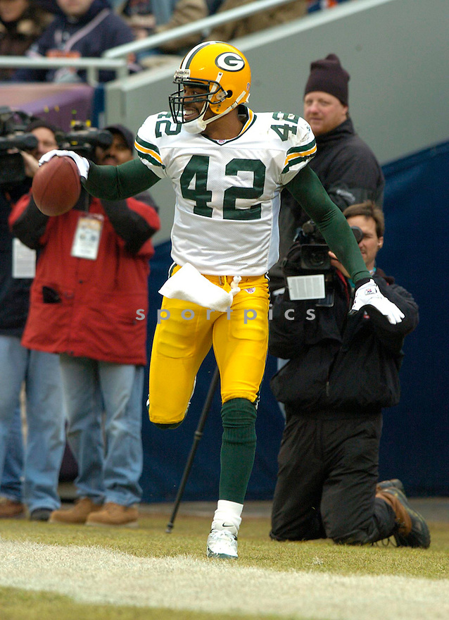 Darren Sharper, of the Green Bay Packers in game action against the  Chicago Bears on 1/2/05.Packers win 14-31..David Durochik / SportPics