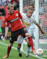 FUSSBALL   1. BUNDESLIGA  SAISON 2012/2013   4. Spieltag Bayer 04 Leverkusen - Borussia Moenchengladbach      23.09.2012 Andre Schuerrle (li, Bayer 04 Leverkusen) gegen Filip Daems (Borussia Moenchengladbach)