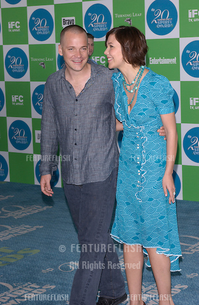 MAGGIE GYLLENHAAL & PETER SARSGAARD at the 20th Annual IFP Independent Spirit Awards on the beach at Santa Monica, CA.February 26, 2005; Santa Monica, CA..© Paul Smith / Featureflash