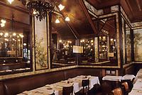 """Europe/France/Ile-de-France/Paris: """"BELLE EPOQUE"""" - Restaurant """"Lipp"""" 111 boulevard Saint-Germain<br /> PHOTO D'ARCHIVES // ARCHIVAL IMAGES<br /> FRANCE 1990"""