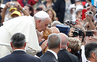 Papa Francesco bacia una statuetta all'udienza generale del mercoledi' in Piazza San Pietro, Citta' del Vaticano, 17 settembre 2014.<br /> Pope Francis kisses a statuette given by faithful as he arrives for his weekly general audience in St. Peter's Square at the Vatican, 17 September 2014.<br /> UPDATE IMAGES PRESS/Riccardo De Luca<br /> <br /> STRICTLY ONLY FOR EDITORIAL USE