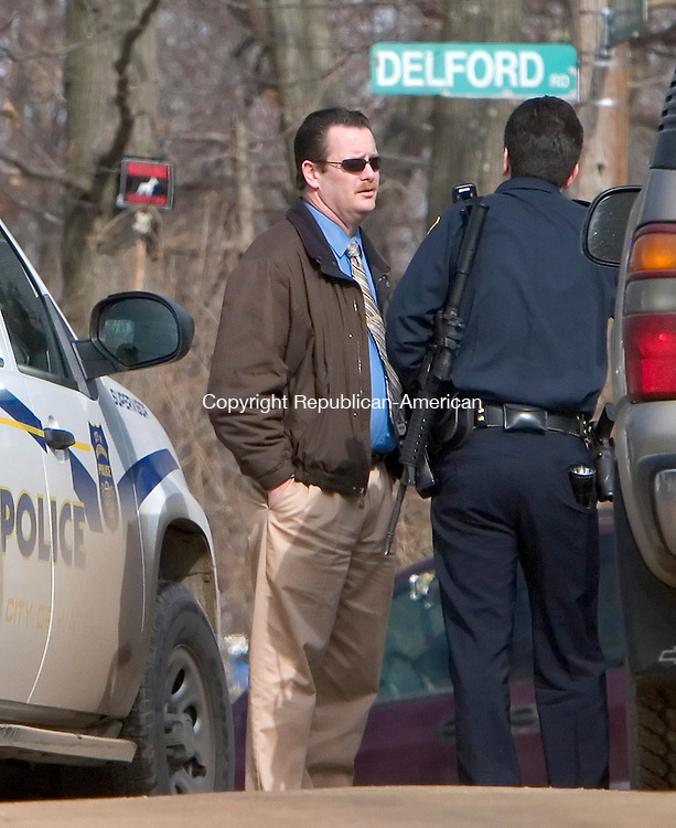 WATERBURY, CT 11 February 2008-021109SV03--Waterbury Police search for a man with a gun on Lamont Street in Waterbury Wednesday.  Steven Valenti Republican-American