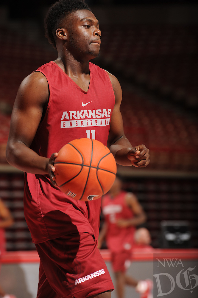 NWA Democrat-Gazette/ANDY SHUPE<br /> Arkansas' RJ Glasper participates in practice Wednesday, Oct. 5, 2016, in Bud Walton Arena. Visit nwadg.com/photos to see more photos from Media Day and practice.