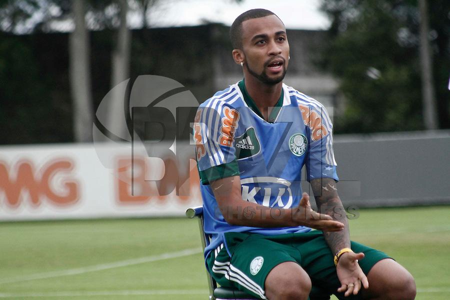 SÃO PAULO, 21 DE MARÇO 2013 - TREINO PALMEIRAS - O jogador Wesley  do Palmeiras durante treino na Academida de Futebol, na tarde desta quinta-feira(21), zona oeste da capital - FOTO: LOLA OLIVEIRA/BRAZIL PHOTO PRESS