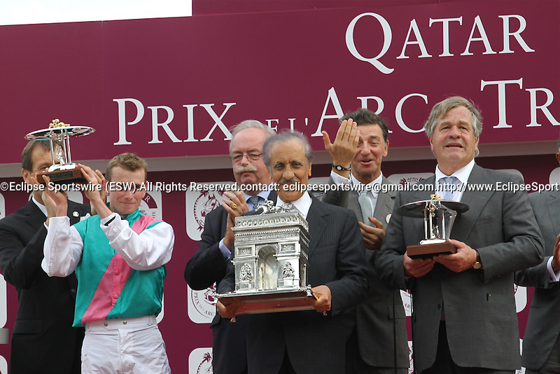 .Arc de Triomphe in Paris.   Workforce (GB) wins the race. Jockey Ryan. L. Moore Owner : K Abdullah. Trainer : M.R. STOUTE