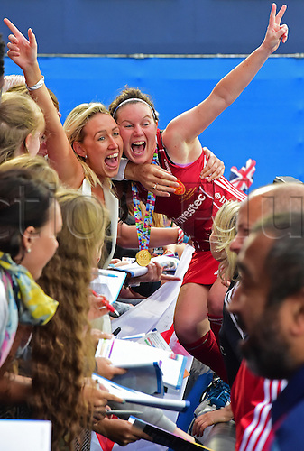30.08.2015. Lea Valley, London, England. Unibet EuroHockey Championships Day10. Gold Medal Final. England versus Netherlands. Laura Unsworth (ENG) celebrates with a fan