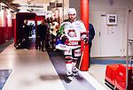 S&ouml;dert&auml;lje 2014-10-23 Ishockey Hockeyallsvenskan S&ouml;dert&auml;lje SK - Malm&ouml; Redhawks :  <br /> Malm&ouml; Redhawks Joey Tenute med en blombukett i handen p&aring; v&auml;g till omkl&auml;dningsrummet efter matchen mellan S&ouml;dert&auml;lje SK och Malm&ouml; Redhawks <br /> (Foto: Kenta J&ouml;nsson) Nyckelord: Axa Sports Center Hockey Ishockey S&ouml;dert&auml;lje SK SSK Malm&ouml; Redhawks glad gl&auml;dje lycka leende ler le