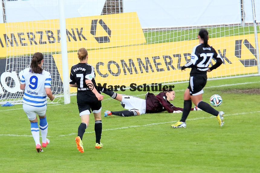 Desiree Schumann (FFC) vereitelt die Chance von Lucie Vonkova (MSV) - 1. FFC Frankfurt vs. MSV Duisburg