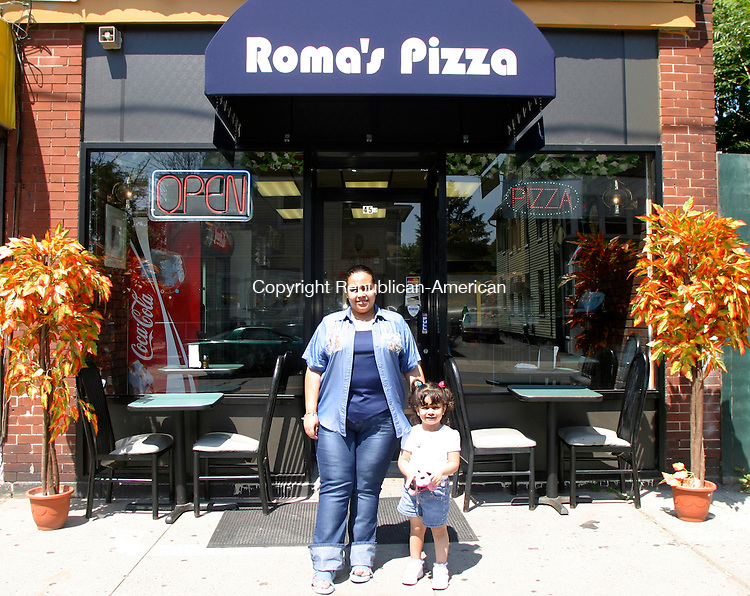 WATERBURY, CT- 20 JULY 2005- 072005DA02.JPG - Roma's Pizza . Standing L-R,  Hadir Fahmy and Lojean Elsayed,3. For Marketplace. Staff Photo. Darlene Douty