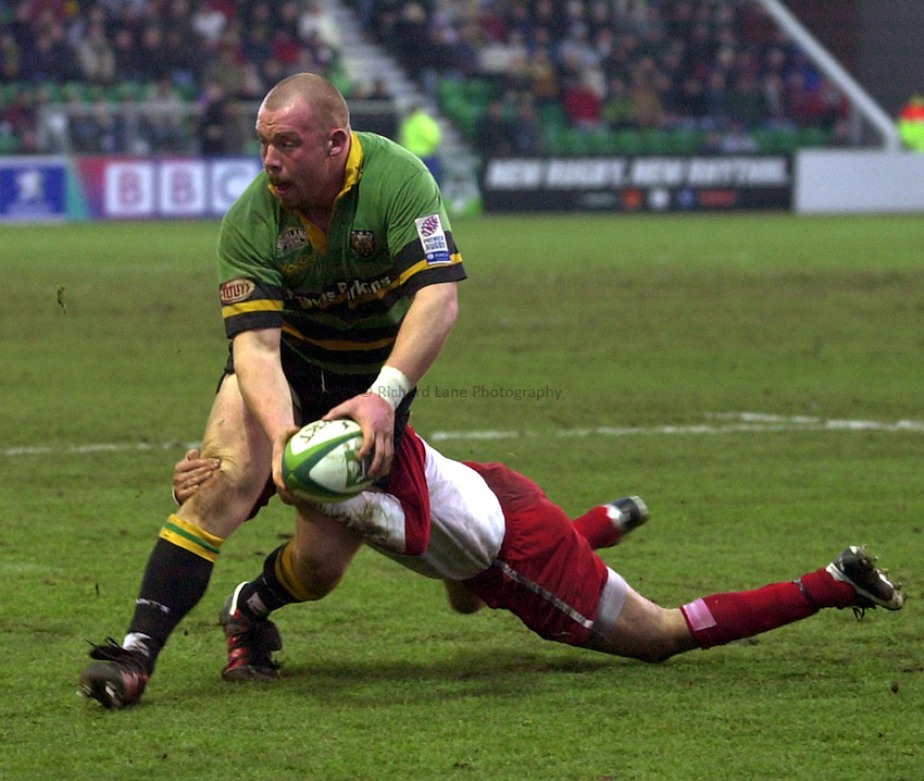 Photo. Richard Lane. .Northampton Saints v Biarritz. Heineken Cup. 11/01/2003..Robbie Morris gets the ball away as he attacks