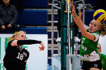 03.12.2017, Halle Berg Fidel, Muenster<br />Volleyball, Bundesliga Frauen, Normalrunde, USC MŸnster / Muenster vs. Rote Raben Vilsbiburg<br /><br />Angriff Leonie Schwertmann (#18 Vilsbiburg) - Block Roosa Laakkonen (#6 Muenster)<br /><br />  Foto &copy; nordphoto / Kurth