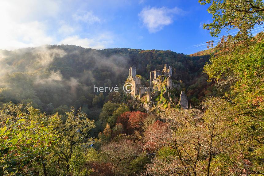 France, Correze, Saint Geniez o Merle, the Tours de Merle, ruins of a set of medieval castles // France, Corrèze (19), Saint-Geniez-ô-Merle, les Tours de Merle, ruines d'un ensemble de châteaux médiévaux