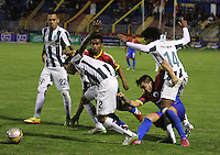 PASTO - COLOMBIA -22-02-2015: Jonathan Gomez (Der.) jugador de Deportivo Pasto disputa el balón con Daniel Bocanegra (C) y Jairo Palomino (Izq.) jugadores del Atletico Nacional durante partido Deportivo Pasto y Atletico Nacional por la fecha 5 de la Liga Aguila I 2015, jugado en el estadio Libertad de la ciudad de Pasto.  / Jonnatan Gomez (R) players of Deportivo Pasto fights for the ball with Daniel Bocanegra (C) and Jairo Palomino (L) players of Atletico Nacional during a match Deportivo Pasto and Atletico Nacional for the date 5 of the Liga Aguila I 2015 at the Libertad stadium in Pasto city. Photo: VizzorImage  / Leonardo Castro / Str.
